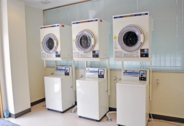 校内にコインランドリーがありますので、空き時間に洗濯をしましょう♪