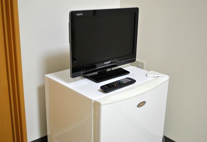 各部屋に冷蔵庫・テレビが完備されております。